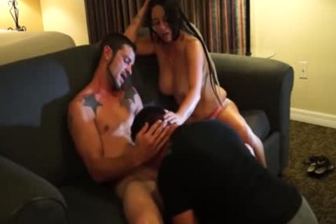Hung Bi dude receives Serviced With Girlfriend