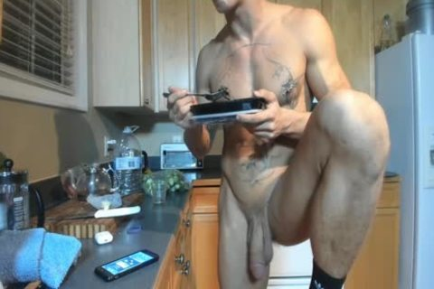 Hung muscular guy Showing Off In The Kitchen